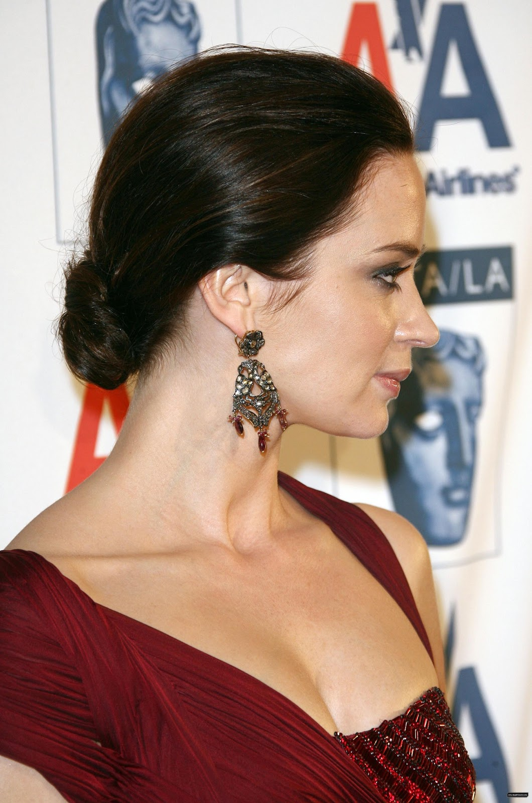 http://2.bp.blogspot.com/-LXPbS5vBWgc/UBBbRFWGo7I/AAAAAAAAFHY/e-wCuVLHRY8/s1600/Emily-Blunt-hairstyles-celebrity-actress-film-wallpapers-longhair-pictures-blunt-emily%2B(18).jpg