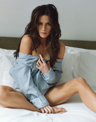 Kate Beckinsale  covering herself with t shirt