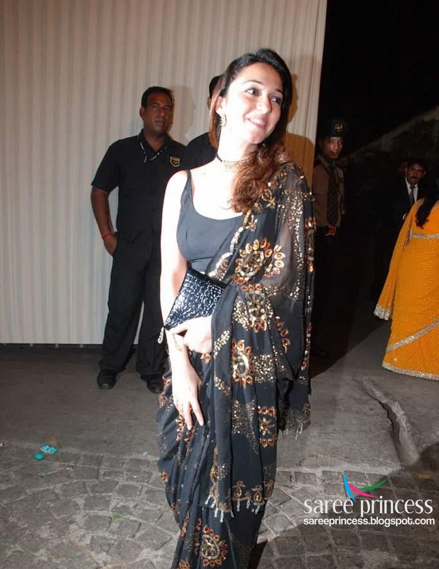 Bollywood Wallpaper Bollywood Actress Nauheed Cyrusi Shocking Exposure In A Backless Black Saree