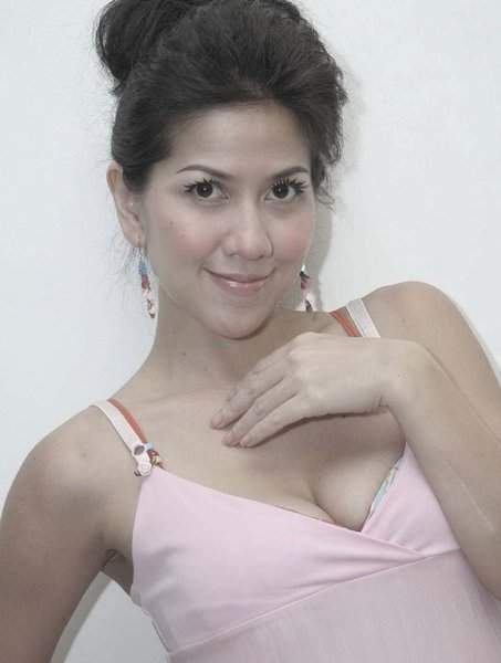 Foto Hot Venna Malinda Artis Anggota DPR