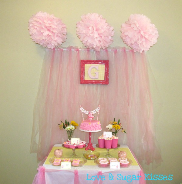 Lovesugarkissestest diy tutu party backdrop for Backdrop decoration for birthday