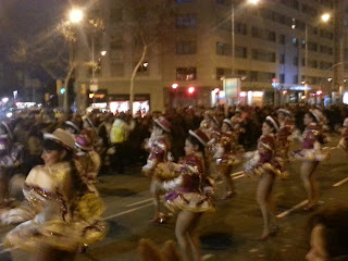 dancing girls at carnaval festival - barcelonasights blog