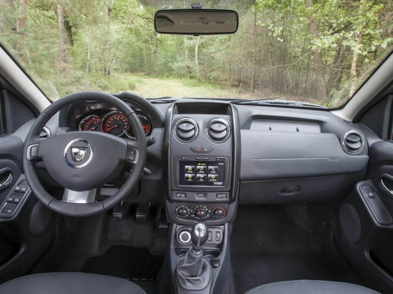 Novo duster 2014 mais fotos externas e do interior car blog br - Dacia duster 2017 interior ...