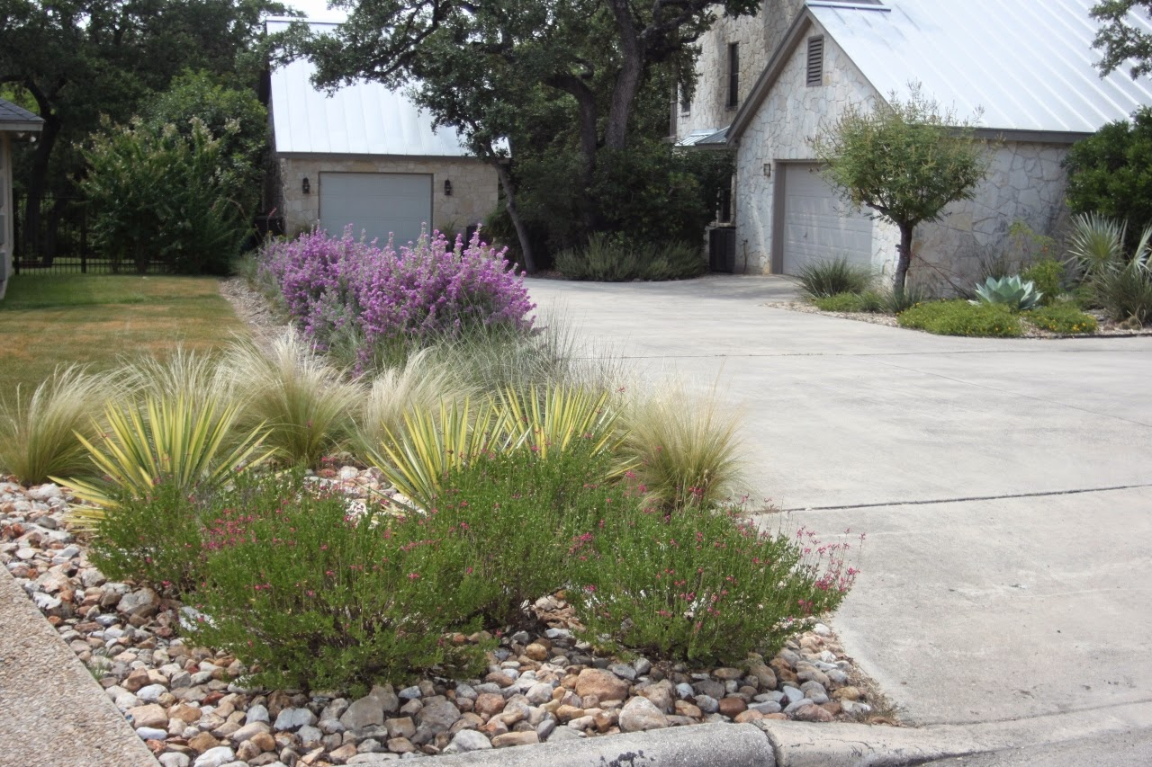 Doit yourself landscaping ideas for end of driveway for Garden design ideas for driveways