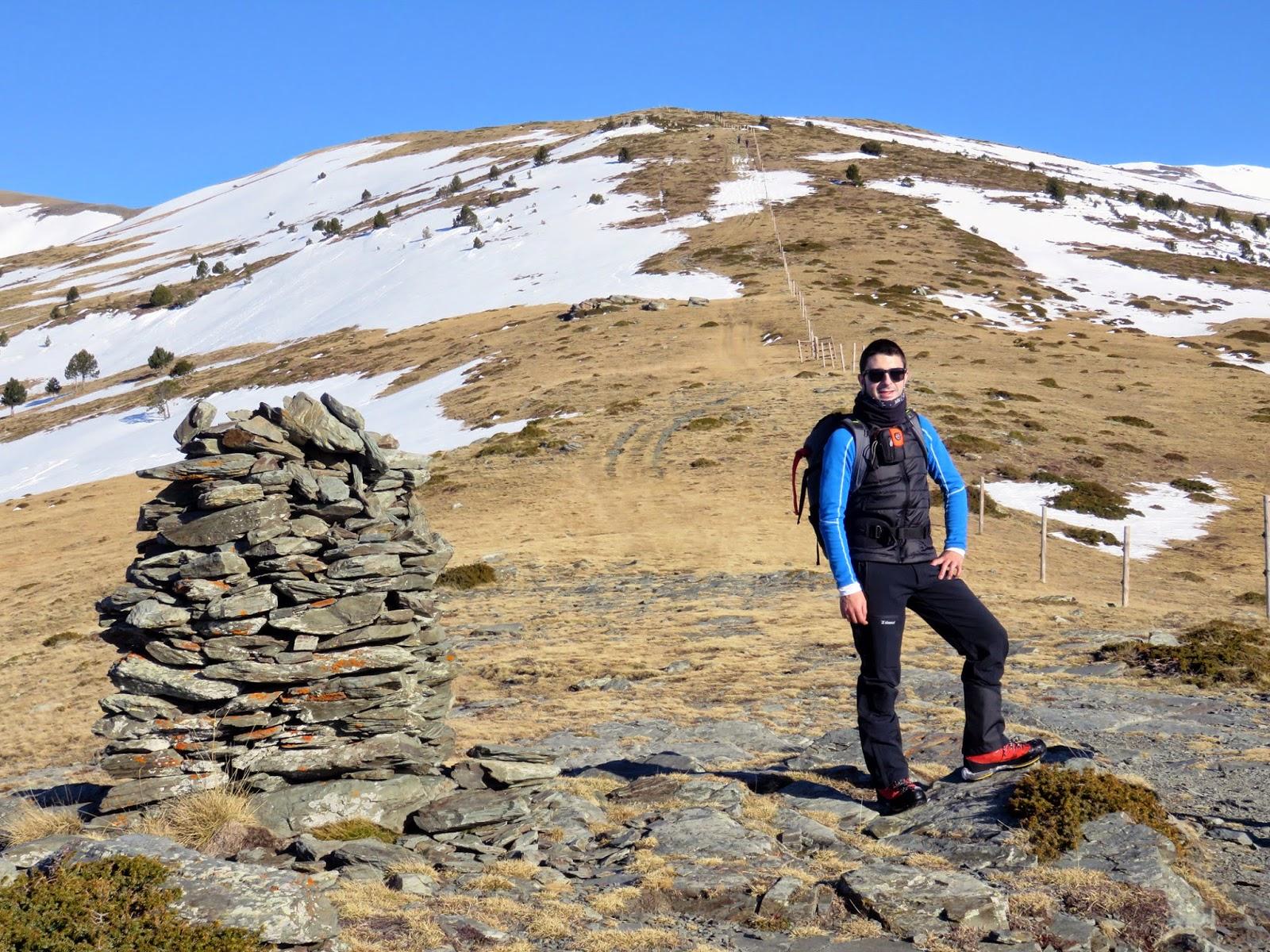 Vistas al Puig Dòrria desde la Barraca del Teixidor en la ascensión al Puigmal desde el Coll de les Barraques.