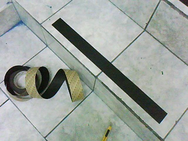 Como colocar bandas antideslizantes en pisos cer micos - Como quitar rayones en el piso de ceramica ...