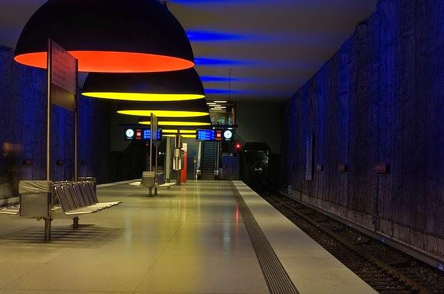 地下鉄駅の画像