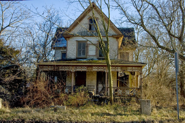 When Ghosts Attack: 8 Signs Your House Is Haunted