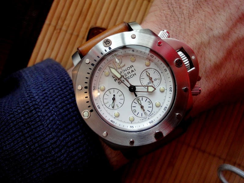 Swiss design watches the watch worn by sylvester stallone panerai luminor submersible slytech for Celebrity wearing panerai
