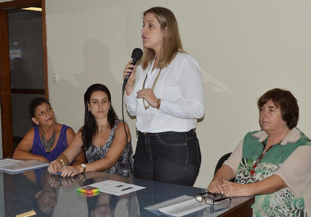 'Um olhar diferenciado no atendimento a Mulher Vítima de Violência' foi o tema da delegada da 110ª DP, Juliana Menescal