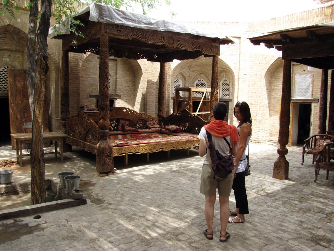 Uzbekistán, Khiva - charpoiá en madrasa Xojash
