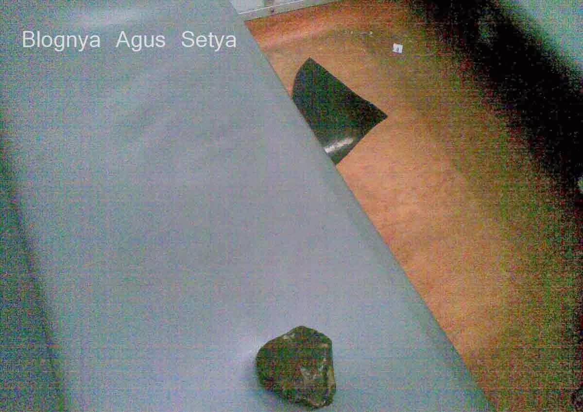 insiden pelemparan batu ke kereta api