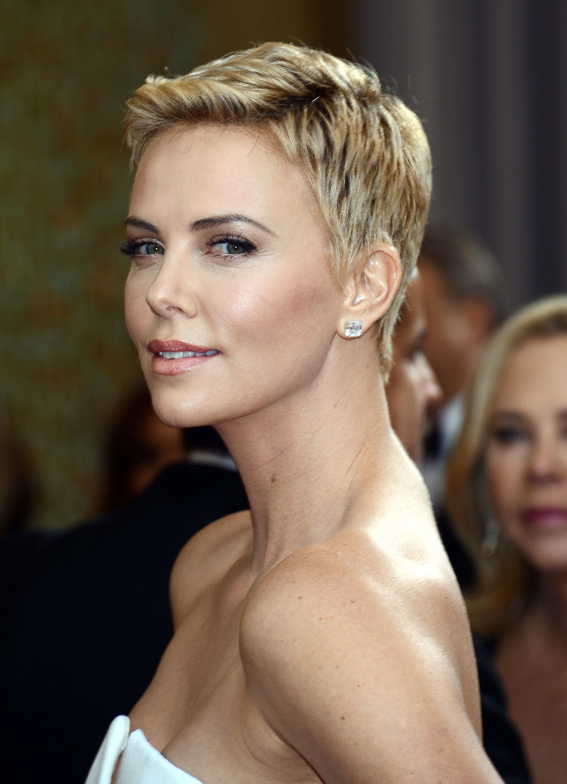 Fashion, Beauty & Me: Crush of the week: Charlize Theron Oscars 2013