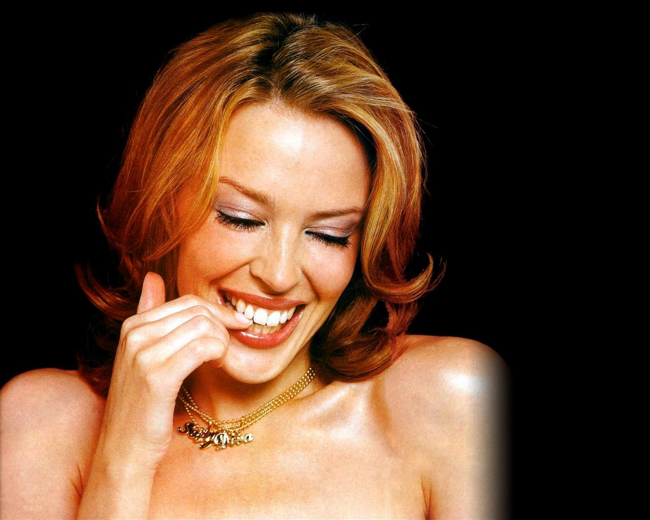 http://2.bp.blogspot.com/-LZuz3kHFrnA/UIdWHsgTITI/AAAAAAAADag/xe1Uh2PEg9g/s1600/Kylie+Minogue,+Katie+Holmes+littlebookofsecrets.jpg