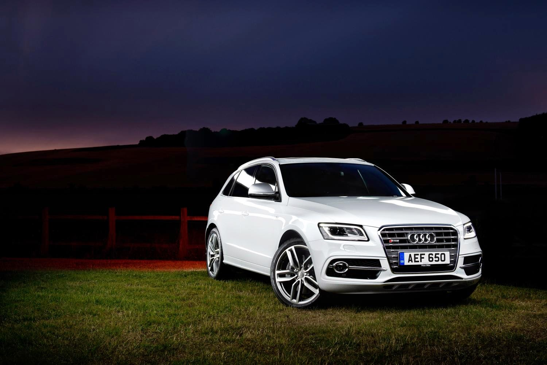 White Audi SQ5