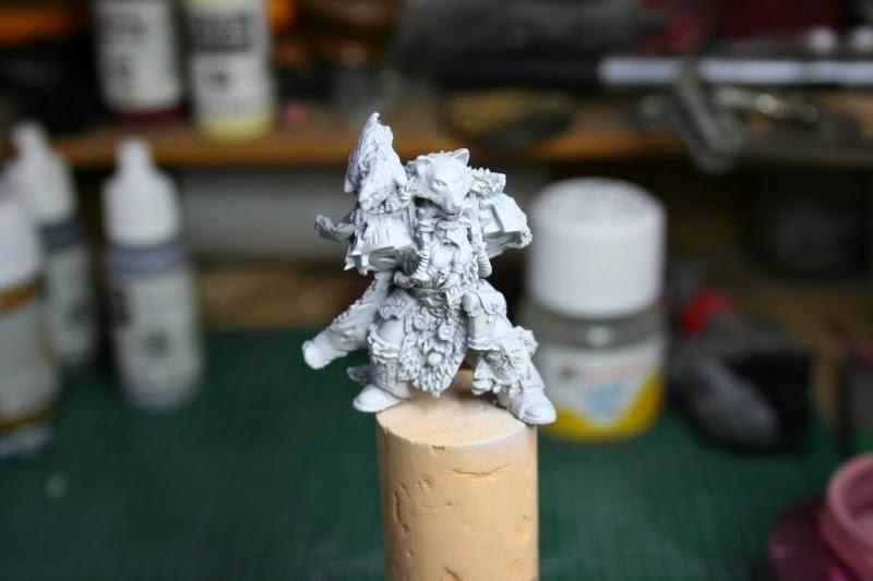 Imprimación de Njal Stormcaller con Grey Primer