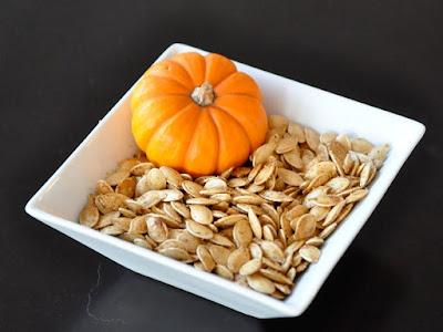 Eliminates the intestinal parasites with garlic and pumpkin seeds