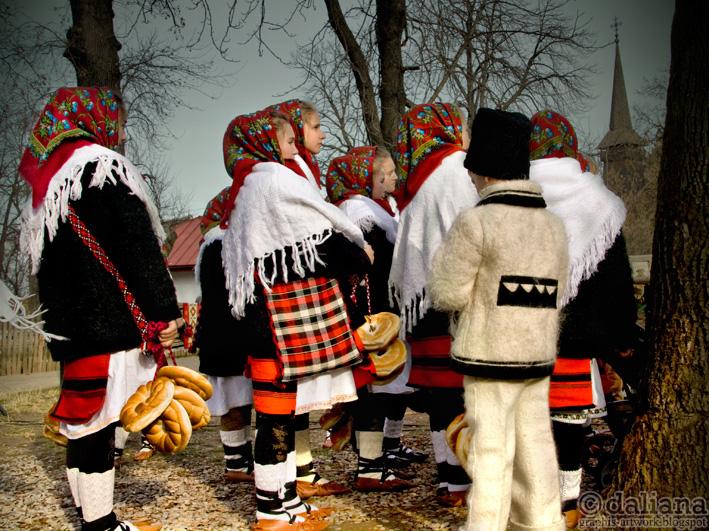 http://2.bp.blogspot.com/-L_VCHuXbRwQ/Tub6r3jbIJI/AAAAAAAAGrE/bjqDQgO9Tfc/s1600/muzeul-satului-village-museum-romanian-christmas-traditions_15.jpg