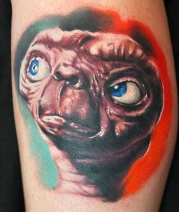 Tatuagem realista do ET