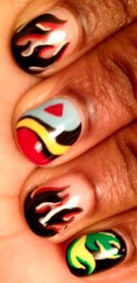 Foto de diseño de uñas de colores