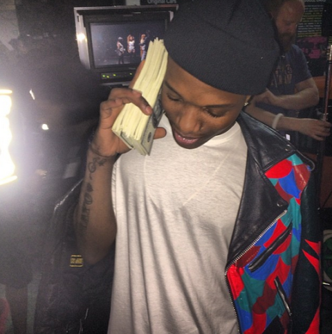 Photo: Wizkid Flaunts Dollar Bills on Instagram