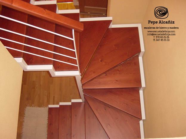 Escalera interior escaleras de interior escaleras for Escaleras de madera sencillas