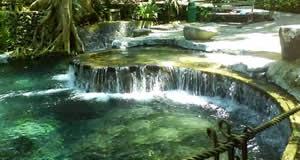 Piscinas termais naturais de Laguna, Filipinas