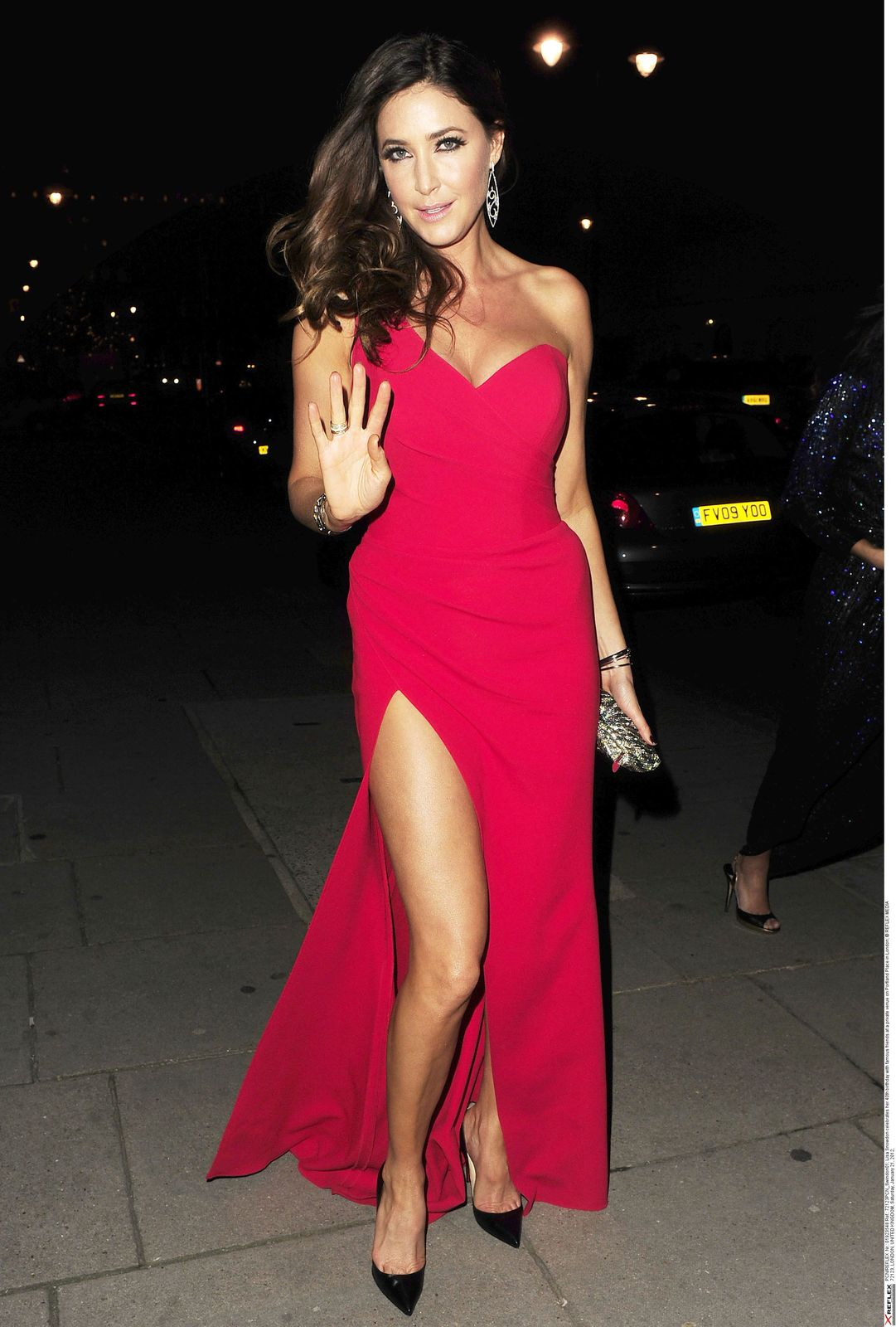 """Lisa Snowdon"" Luks Fabulously Leggy in Red Outfits"