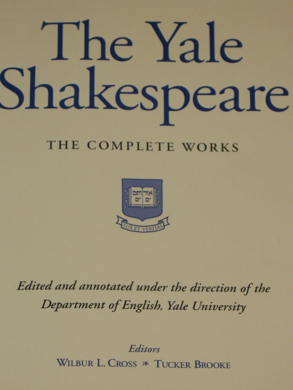 shakespeare s play themes Symbols and themes - let  essay in shakespeare's play king lear he has employed many  discuss what you think are the major themes/symbols that shakespeare.