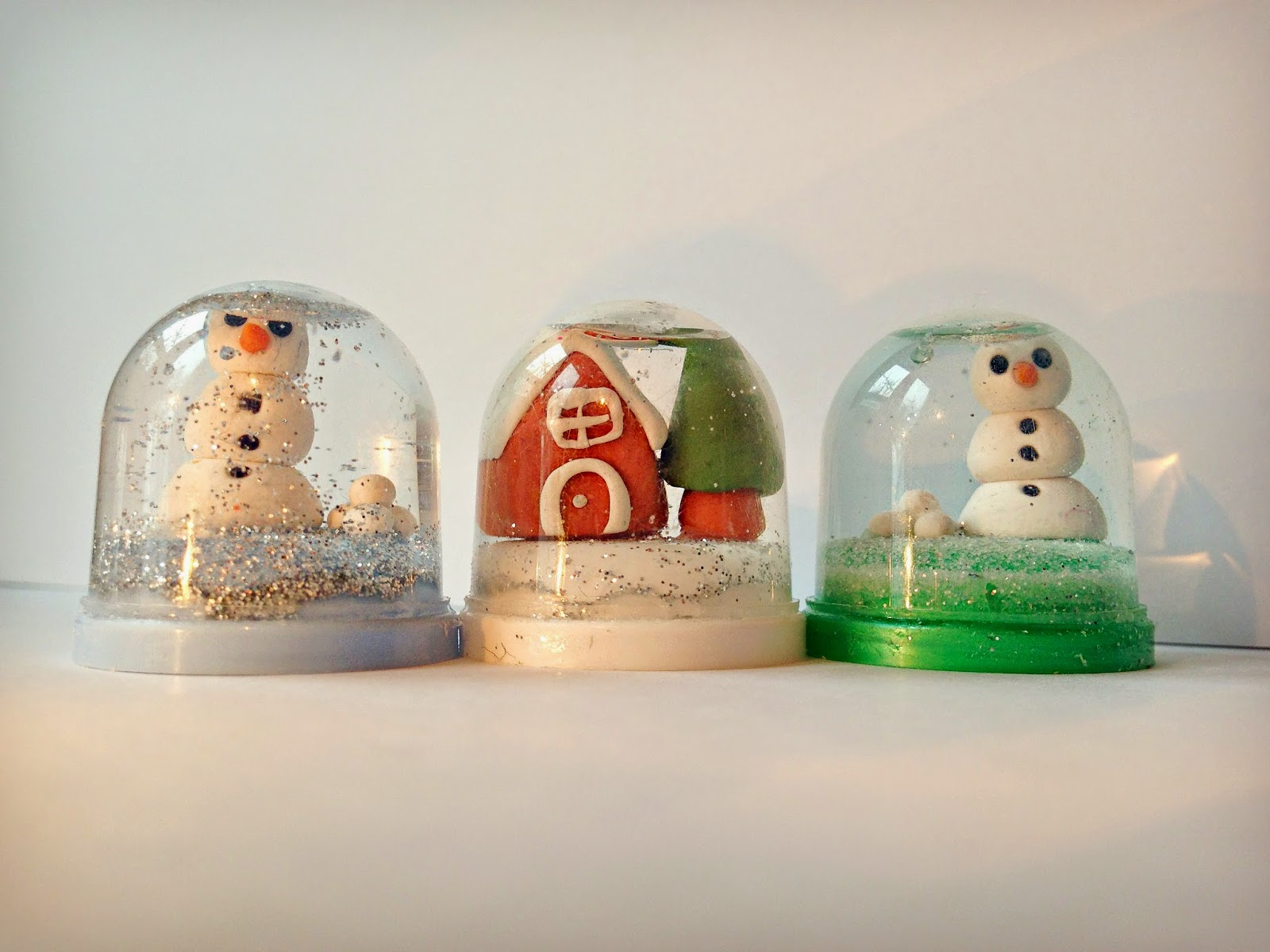 WhiMSy love: DIY: Tiny Capsule Snow Globe