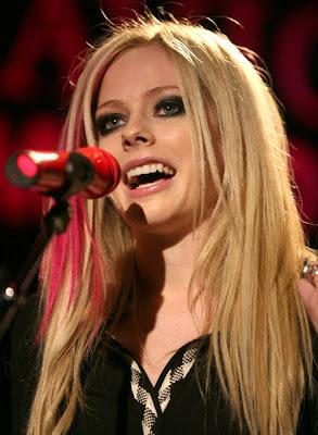 Avril Lavigne Glamour Wallpaper