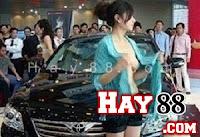 Người mẫu xe hơi Trung Quốc thi nhau khoe ngực