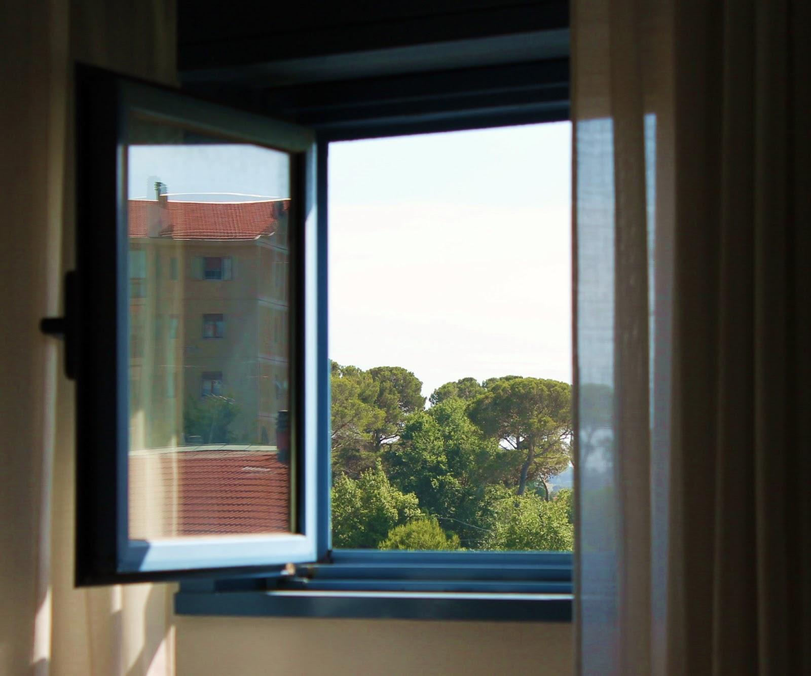 Cijecam re design quel quadro fuori dalla finestra - Quadro finestra ...