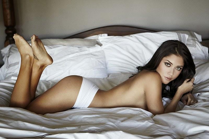 صور ارياني سيليست في جلسة تصوير ساخنة بالملابس الداخلية