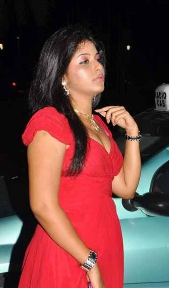Actress Anjali Hot Cleavage Show Images Photos unseen pics