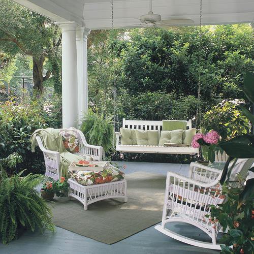 Eye for design simple luxuries decorating with swings for Easy porch swing
