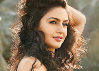 Huma Qureshi Spicy Wallpapers HQ Pics Wallpapers Download Now
