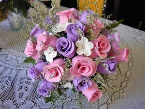 Vaso de flores rosas e lilas ameiiii