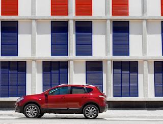 2012 Nissan Qashqai red profile angle