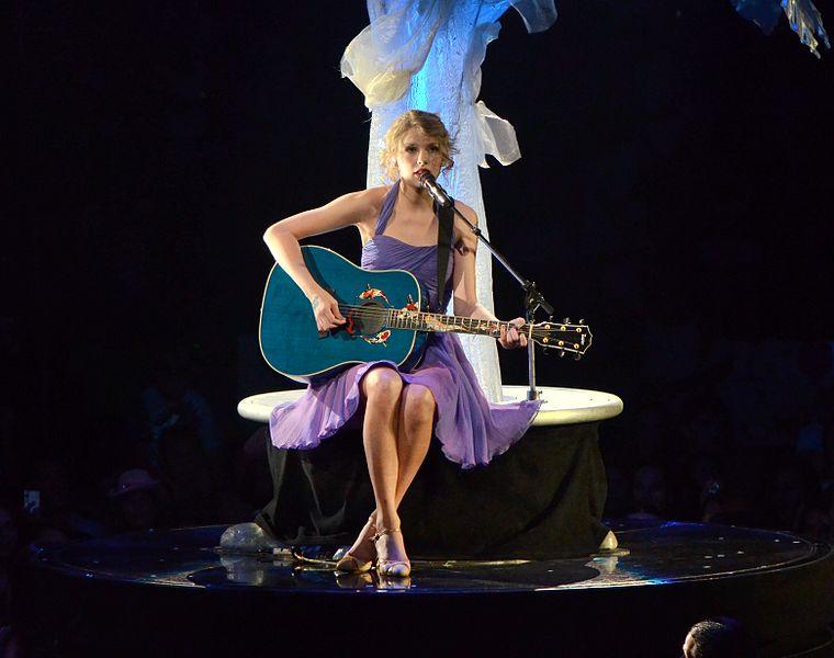 Trending Show News: Taylor Swift Wardrobe Malfunction ...