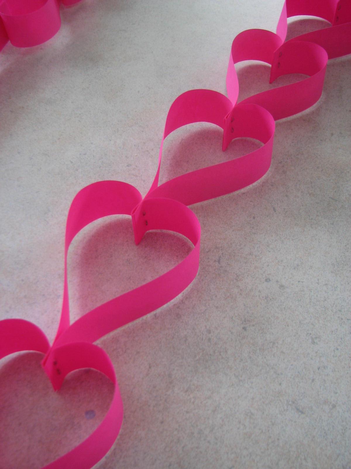 Les projets cr atifs de fleur de paix guirlande de coeurs pour la st valentin - Modele de coeur a decouper ...