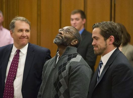 Bittersweet pic of Ricky Jackson & his lawyers upon hearing his case dismissed. 39 years behind bars for a crime he didn't commit.