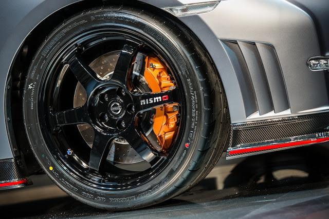 GT-R NISMO タイヤ ホイール