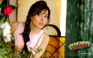 Jayantabhai Ki Luv Story Hot Neha Sharma Wallpaper