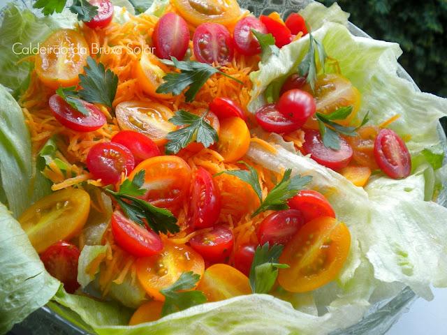 Salada de alface, tomate e cenoura