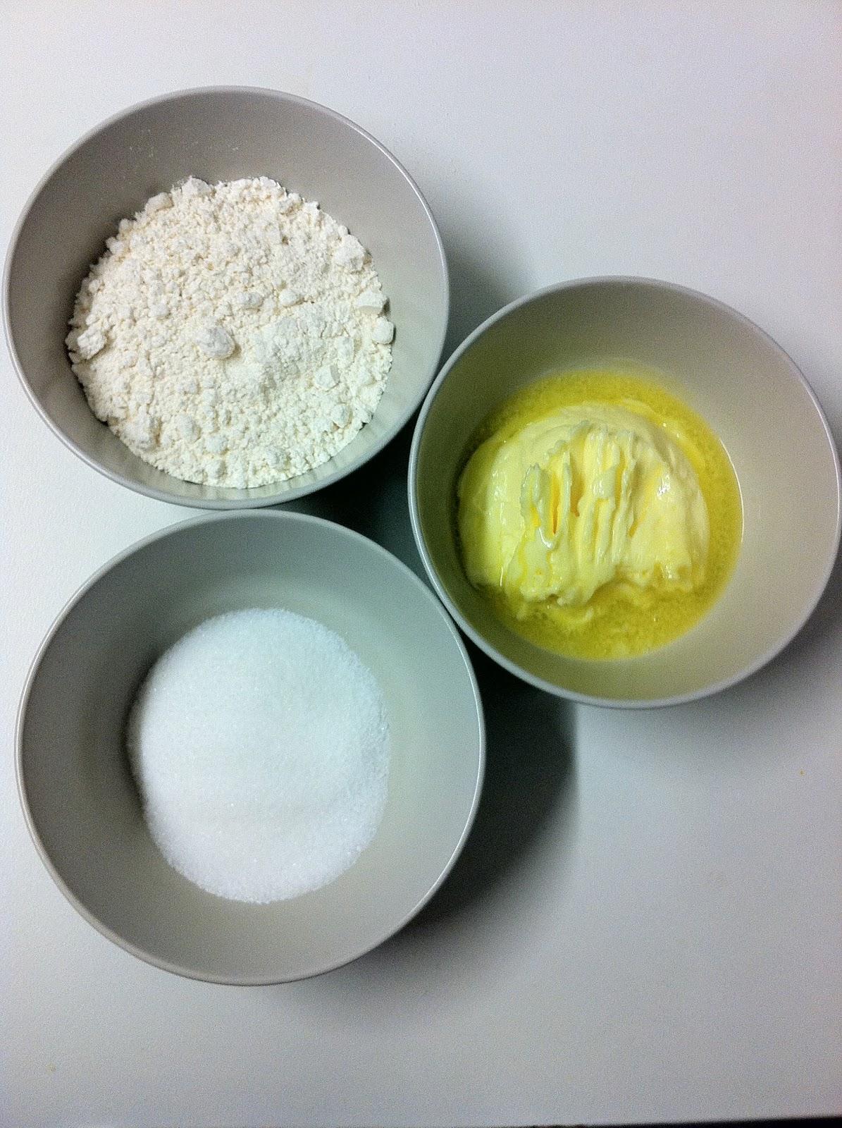 50 gramos de azúcar. 100 gramos de mantequilla. 150 gramos de harina.