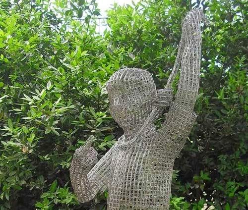 مدهش: مجسمات مشابك الأوراق