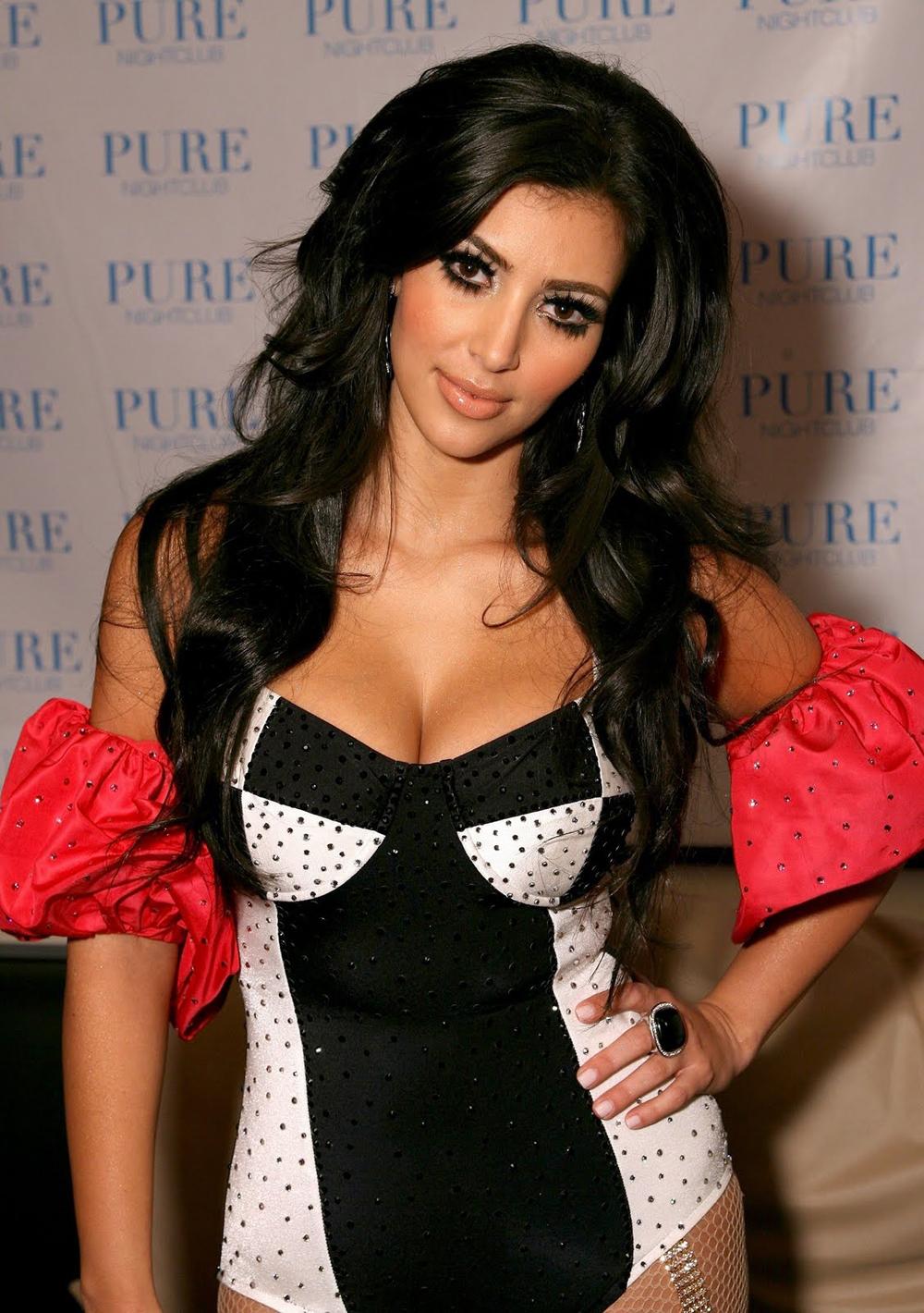 Kim Kardashian Curly Hair 05