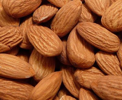 Cara Menghilangkan Flek Hitam di Wajah Dengan Almond