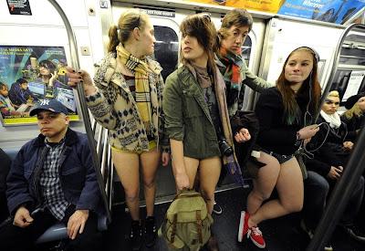 fotos del dia sin pantalones en mexico y nueva york metro subterraneo